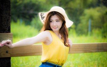 девушка, улыбка, взгляд, забор, волосы, лицо, шляпа, азиатка
