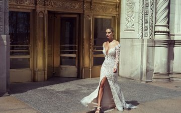 девушка, поза, ножки, белое платье, декольте, идёт, stephen yearick