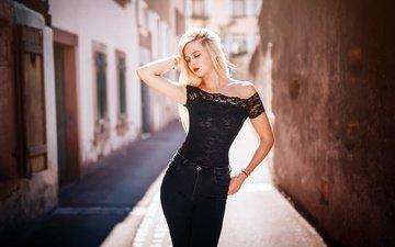 девушка, блондинка, город, улица, модель, джинсы, лаура