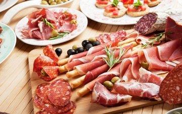 доска, мясо, колбаса, оливки, маслины, бекон, нарезка