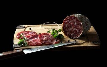 доска, черный фон, нож, колбаса, специи, нарезка