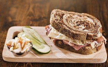 еда, бутерброд, хлеб, огурцы, сэндвич, разделочная доска