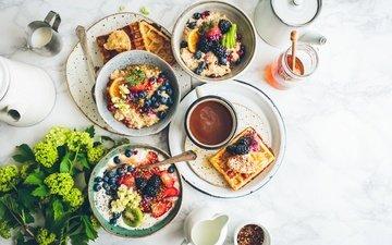 еда, фрукты, клубника, кофе, киви, черника, завтрак, мед, ежевика, вафли, йогурт