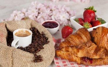 напиток, клубника, кофе, джем, мешок, ягоды, чашка, завтрак, кофейные зерна, круассаны