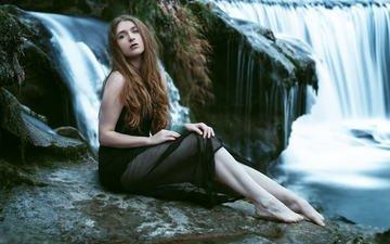 девушка, поза, водопад, взгляд, модель, ножки, волосы, лицо, сидя, босиком, andy gläsel