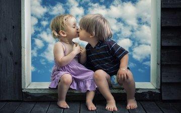 небо, дети, девочка, доски, креатив, окно, мальчик, малыши, поцелуй