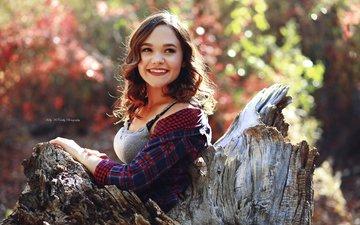 лес, девушка, улыбка, портрет, взгляд, осень, волосы, лицо, боке, аманда, kelly mccarthy, okelly mccarthy