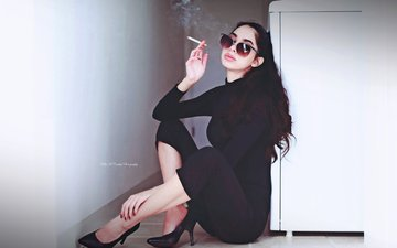 девушка, поза, брюнетка, дым, модель, каблуки, позирует, сигарета, солнцезащитные очки, kelly mccarthy, okelly mccarthy