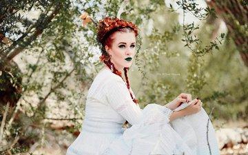 цветы, лес, стиль, девушка, ветки, фантазия, модель, губы, зеленые глаза, макияж, белое платье, боке, косички, kelly mccarthy, okelly mccarthy