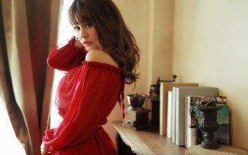 девушка, платье, взгляд, книги, волосы, лицо, азиатка, голое плечо
