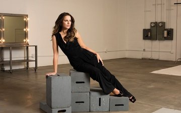 pose, model, actress, costume, makeup, figure, shoes, photoshoot, in black, kate beckinsale, the wrap, jeff vespa
