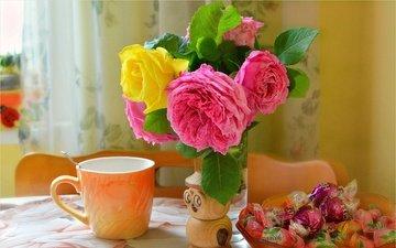 цветы, розы, конфеты, букет, чашка, сладкое