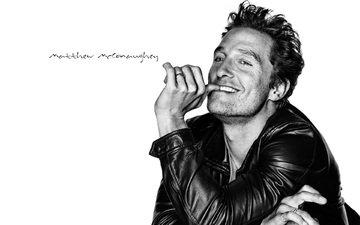 улыбка, взгляд, чёрно-белое, актёр, куртка, мэттью макконахи, мэтью макконахи