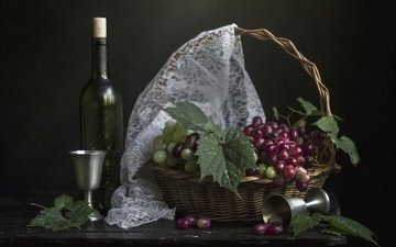 листья, виноград, черный фон, корзина, вино, бутылка, натюрморт