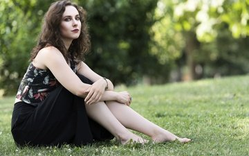 grass, girl, model, hair, face, lawn, barefoot, linda
