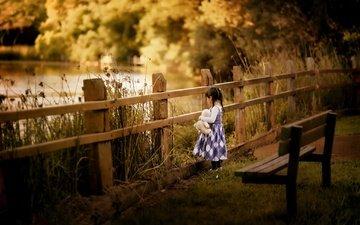 забор, дети, мишка, девочка, игрушка, пруд, девочки, скамья, медвежонок, despird zhang