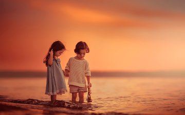 закат, море, дети, девочка, мальчик, кораблик, lilia alvarado