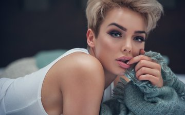 girl, blonde, look, model, hair, lips, face, rosie robinson, jack russell, the finger in mouth