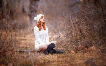 лес, девушка, осень, рыжая, модель, сидит, ножки, шапка, шапочка, свитер, длинные волосы, рыжеволосая, melis