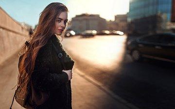 девушка, город, взгляд, модель, волосы, лицо, рюкзак, пальто, солнечный свет, георгий чернядьев