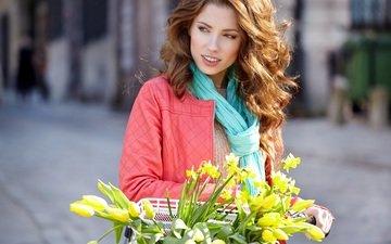 цветы, девушка, улыбка, взгляд, модель, волосы, лицо, корзина, тюльпаны, нарциссы, izabela magier
