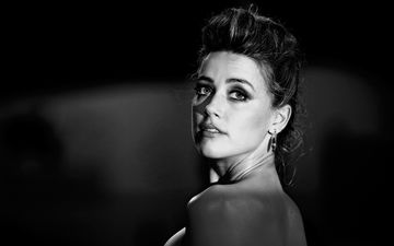 girl, look, black and white, hair, face, actress, bare shoulders, amber heard