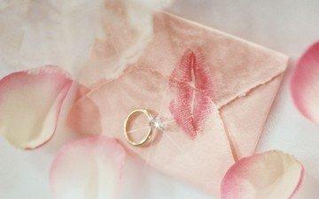 лепестки, кольцо, письмо, золото, поцелуй, бриллиант