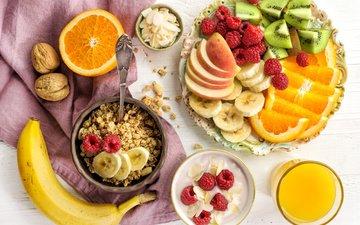орехи, малина, ягода, фрукты, яблоки, апельсины, стол, киви, стакан, тарелка, чашки, бананы, ложка, скатерть, мюсли, сок
