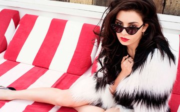 girl, brunette, look, glasses, hair, face, singer, celebrity, charli xcx, charlotte emma aitchison