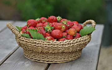 berry, strawberry, ripe, basket, juicy, delicious