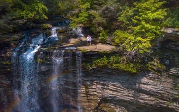 деревья, солнце, камни, зелень, лес, скала, люди, водопад, сша, tennessee, piney falls