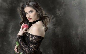 девушка, фон, роза, взгляд, модель, волосы, лицо, черное платье, голое плечо