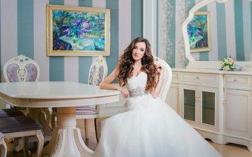 девушка, платье, поза, взгляд, зеркало, модель, лицо, макияж, невеста, фотосессия