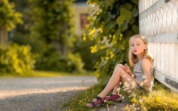 дорога, лето, взгляд, забор, дети, девочка, волосы, лицо, ребенок