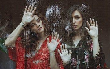 грусть, взгляд, девушки, волосы, лица, руки, стекло, модели, mara saiz, izabella stancicu, celia villora