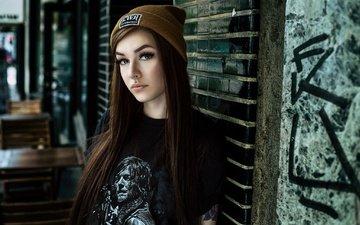 девушка, взгляд, модель, лицо, макияж, шапочка, пирсинг, длинные волосы, laura henning