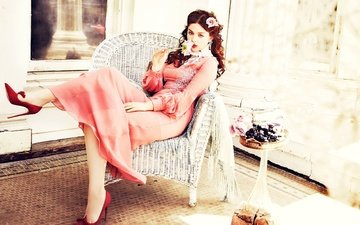 dress, rose, sitting, actress, makeup, shoes, in red, in the chair, photoshoot, ellen von unwerth, odeya rush