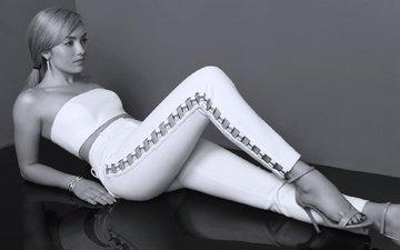 украшения, девушка, чёрно-белое, лежит, топ, брюки, peyton list, пейтон лист