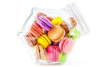 белый фон, банка, печенье, десерт, макаруны, миндальное печенье