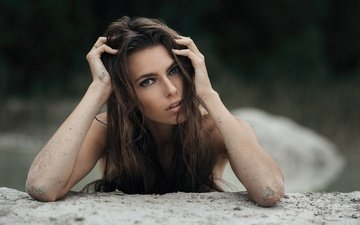 girl, sand, brunette, look, hair, face, makeup, bokeh, median income is only masojc, hands in hair, snoras, nijole