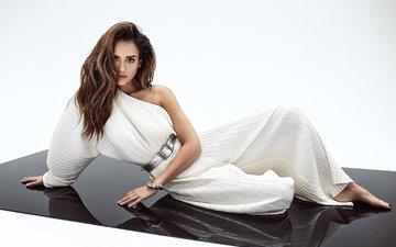 девушка, взгляд, волосы, лицо, актриса, белое платье, джесика альба, голое плечо