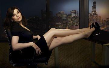 брюнетка, взгляд, ножки, актриса, черное платье, высокие каблуки, джулианна маргулис, julianna margulies