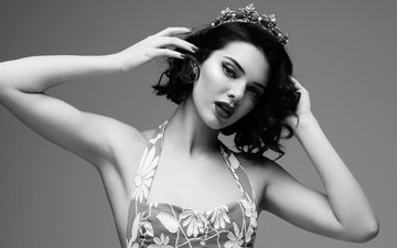 girl, brunette, black and white, model, makeup, crown, diadema, kendall jenner