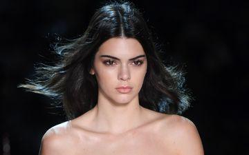 девушка, портрет, взгляд, модель, волосы, черный фон, лицо, голые плечи, кендалл дженнер