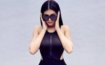 style, background, dress, pose, brunette, look, glasses, model, outfit, makeup, figure, kylie jenner