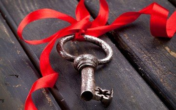 ключ, лента, ленточка, деревянная поверхность