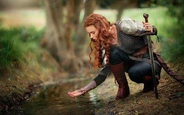 вода, девушка, ручей, меч, профиль, лицо, доспехи, рыжеволосая, ольга бойко