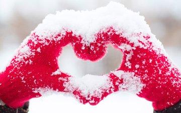 снег, зима, сердце, любовь, руки, варежки, рукавицы
