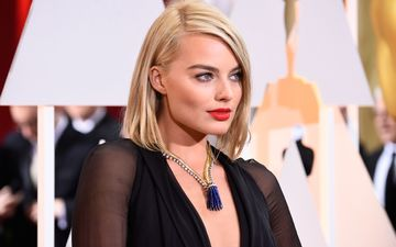 girl, blonde, look, hair, face, red lips, margot robbie