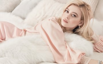 pillow, dress, blonde, makeup, hairstyle, posing, fur, bed, lying, vogue, nicola peltz, 2017, miguel reveriego